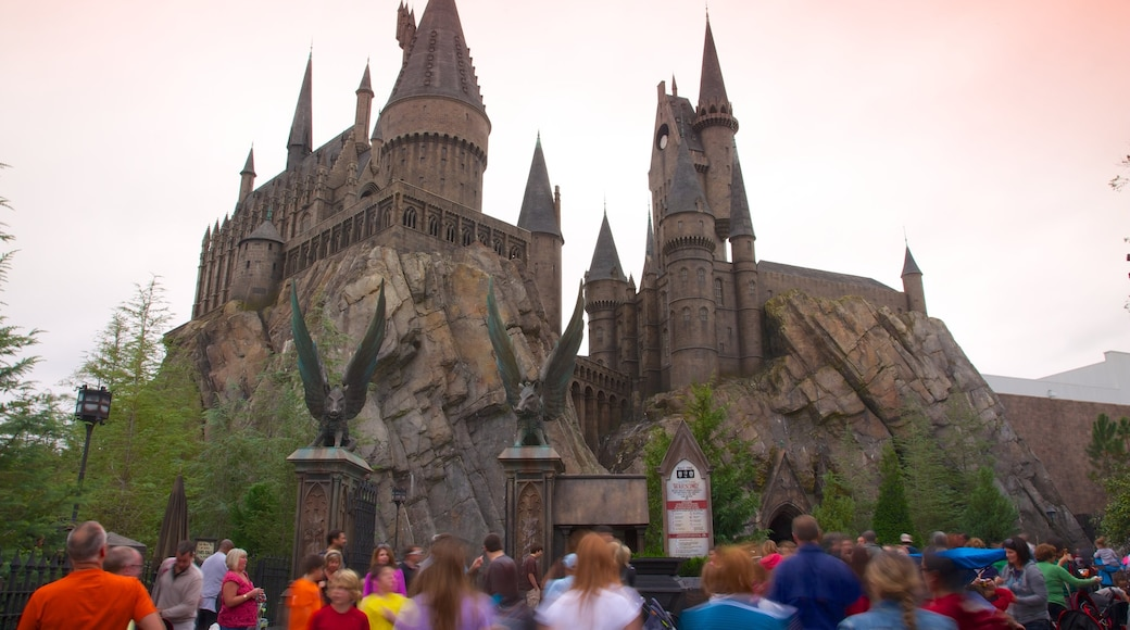 Universal Studios Orlando showing chateau or palace