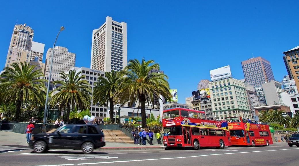 Union Square som viser en høj bygning og en by
