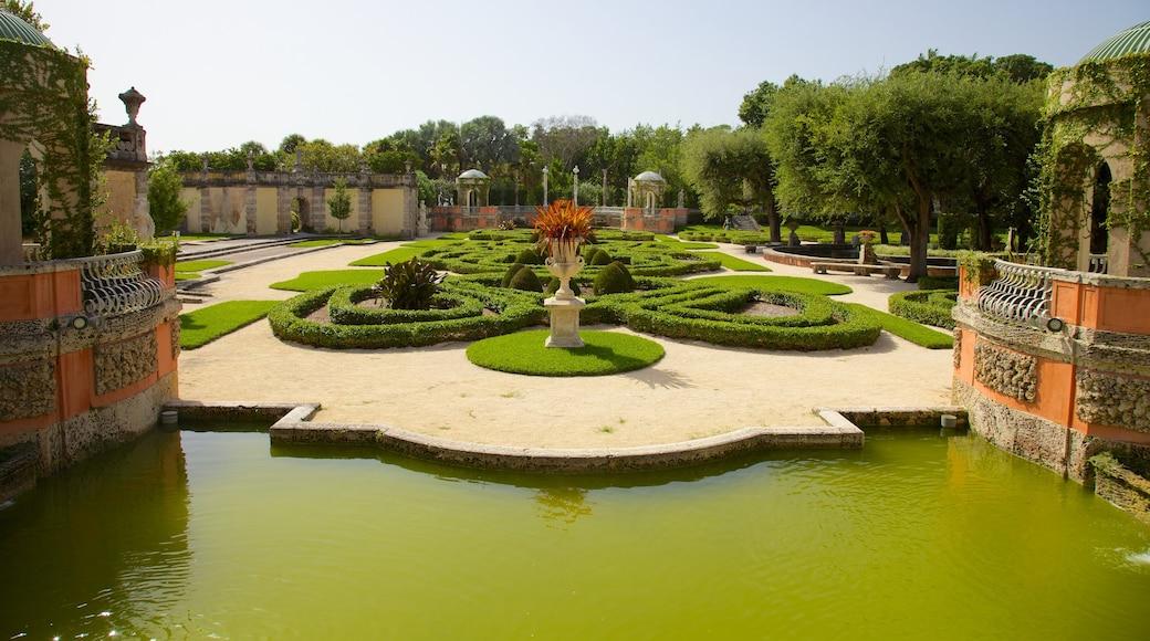 Museum en tuinen Vizcaya inclusief een tuin, een vijver en landschappen
