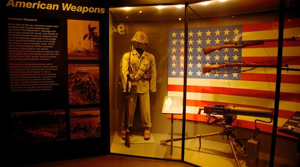 พิพิธภัณฑ์แห่งชาติสงครามโลกครั้งที่ 2 แสดง สิ่งของทางการทหาร และ การตกแต่งภายใน