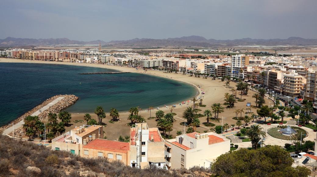 Murcia som inkluderar en kuststad, landskap och kustutsikter