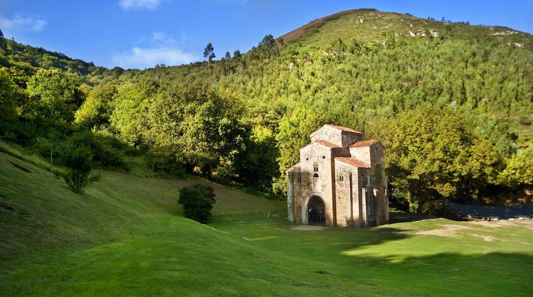Oviedo que incluye arquitectura patrimonial y situaciones tranquilas