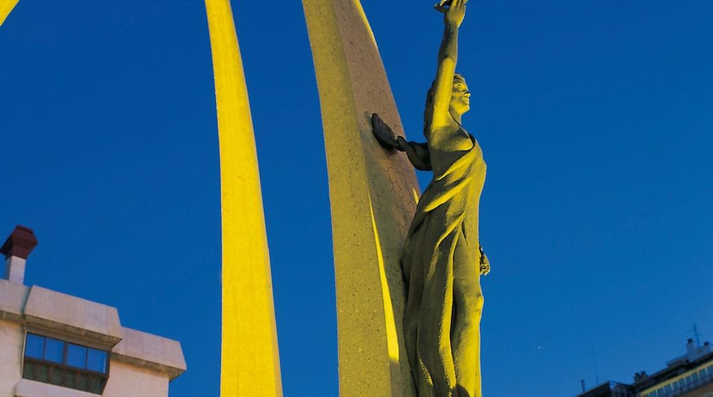 Burgos mettant en vedette statue ou sculpture