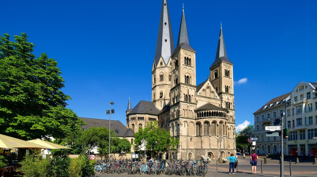 Bonner Münster mit einem Kirche oder Kathedrale und historische Architektur