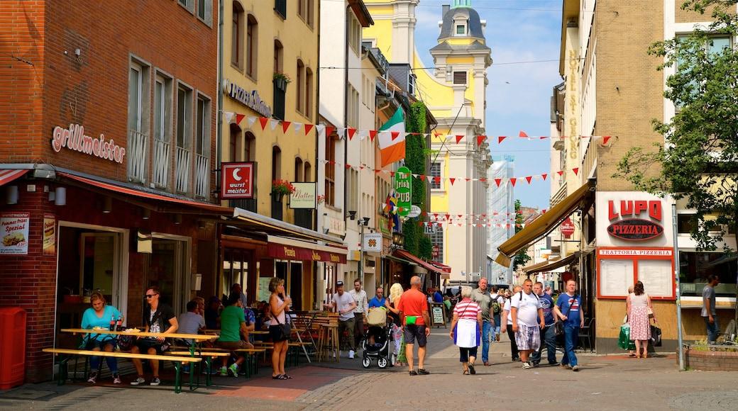 Altstadt sowie kleine Menschengruppe
