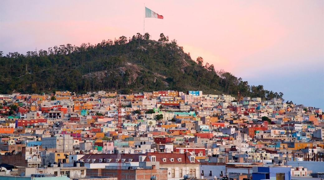 Pachuca ofreciendo una puesta de sol, una ciudad y vistas de paisajes