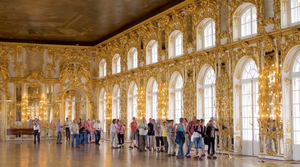 Katarinas palats och park i Tsarskoye Selo som inkluderar historiska element, chateau eller palats och interiörer