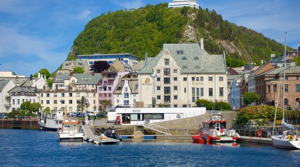 Ålesund - Møre og Romsdal mostrando fiume o ruscello