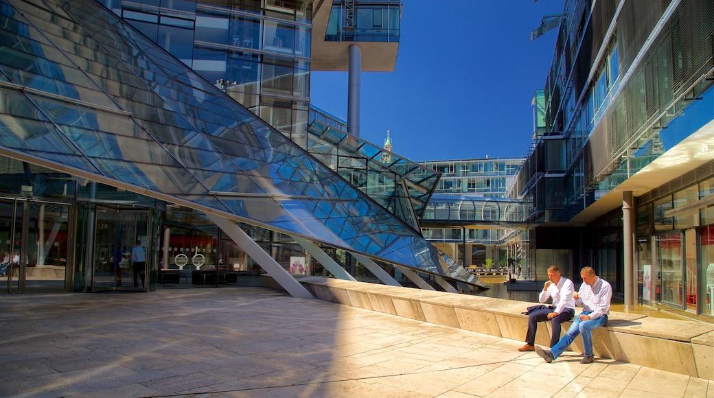 Hannover toont moderne architectuur en een stad en ook een man