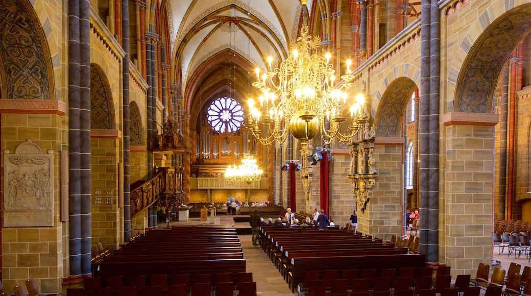 不萊梅大教堂 设有 教堂或大教堂, 傳統元素 和 內部景觀