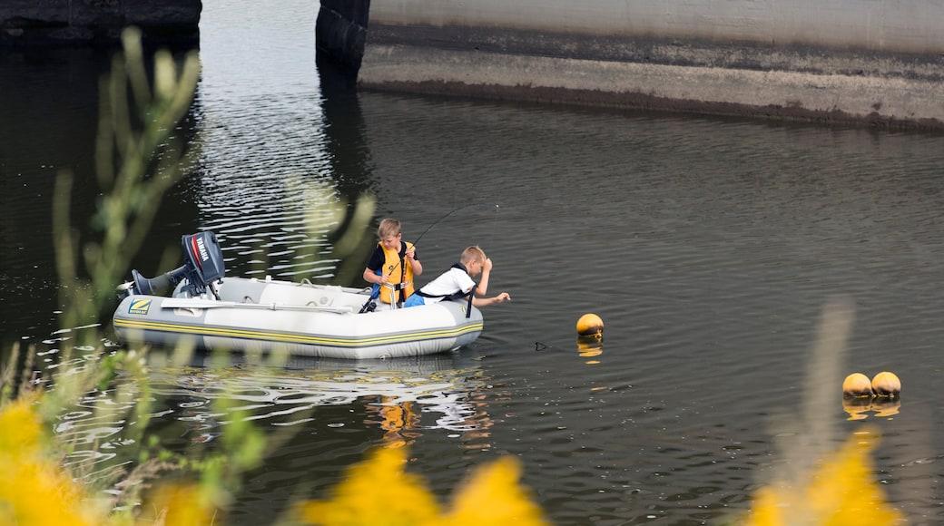 Lillestrøm fasiliteter samt elv eller bekk, båter og fisking