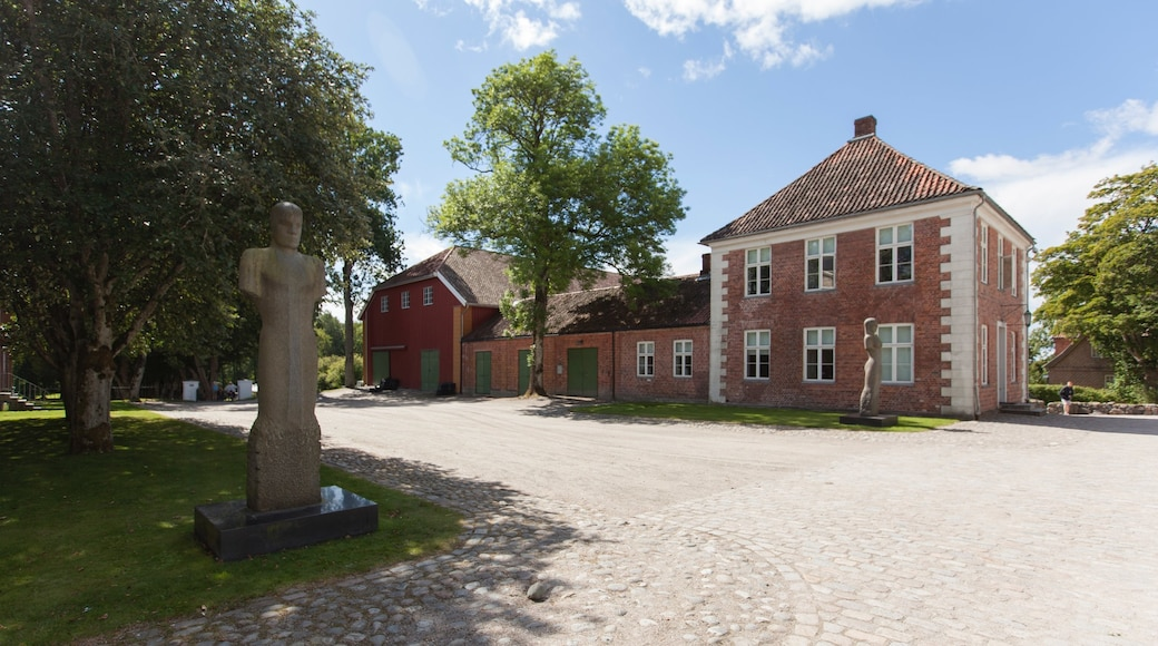 Sarpsborg showing a statue or sculpture