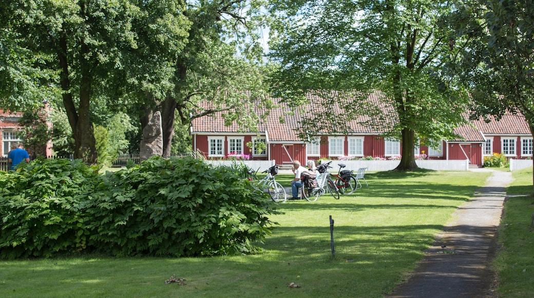Sarpsborg showing a garden