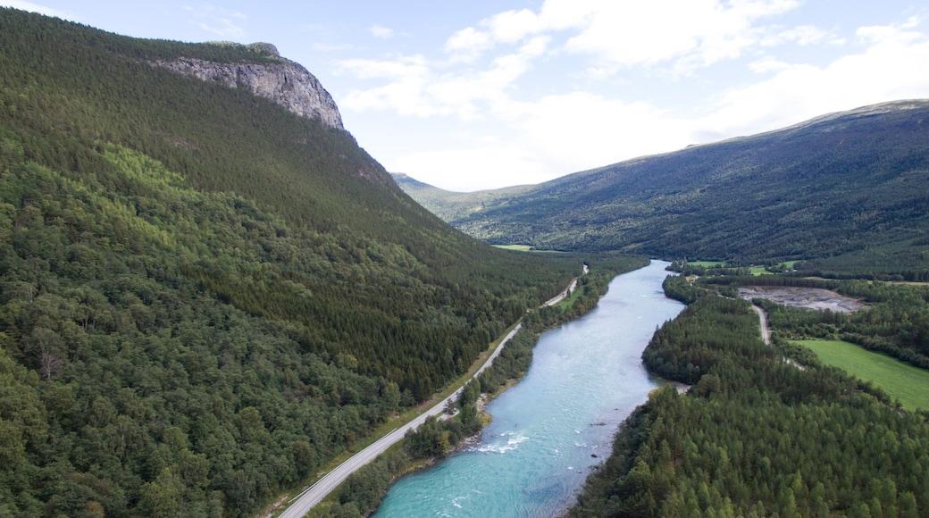 Otta das einen Landschaften, Fluss oder Bach und ruhige Szenerie