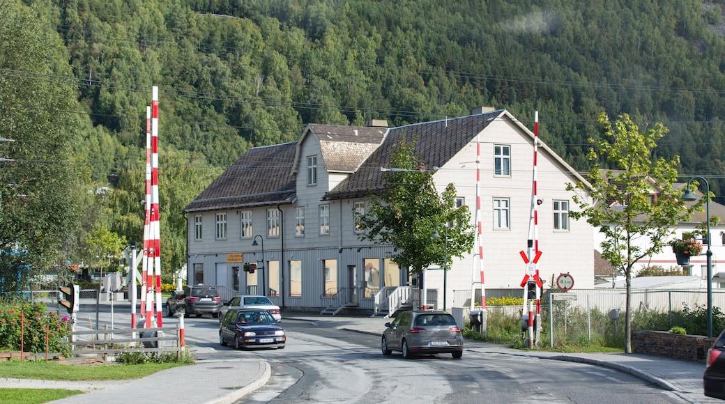 Otta mit einem Kleinstadt oder Dorf