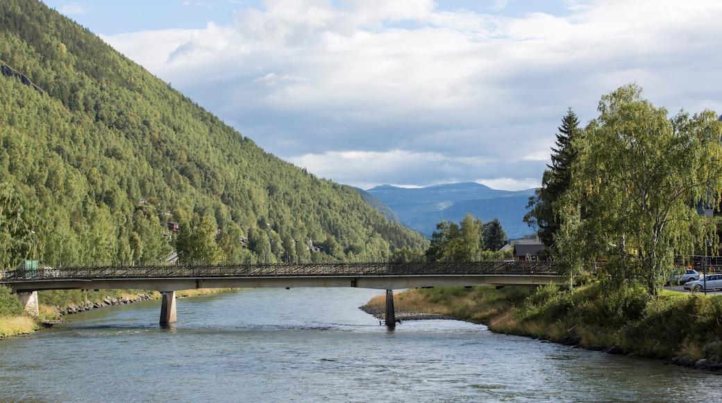 Otta das einen Brücke und Fluss oder Bach