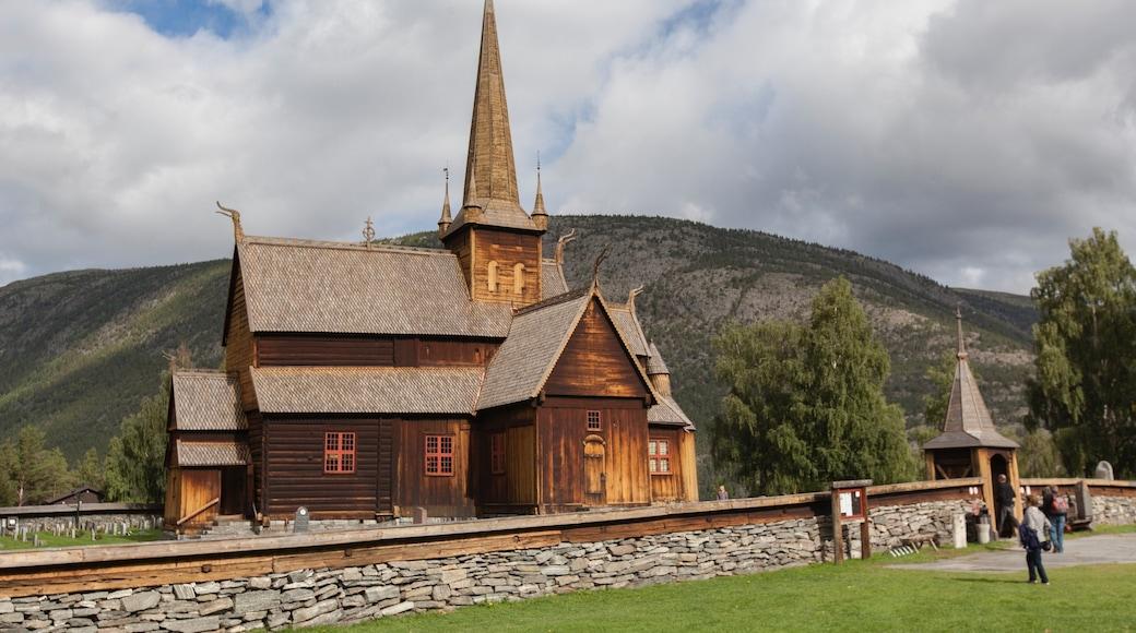 Lom das einen Geschichtliches und Kirche oder Kathedrale