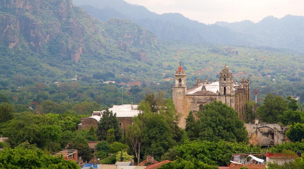 Tepoztlán ofreciendo vistas de paisajes, escenas tranquilas y elementos del patrimonio