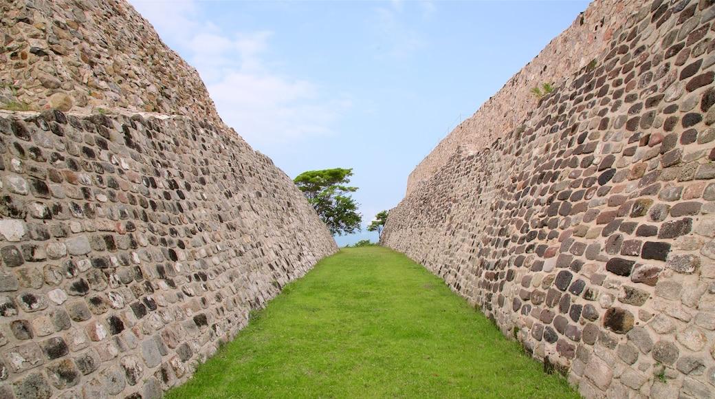 Zona monumental arqueológica de Xochicalco ofreciendo elementos del patrimonio
