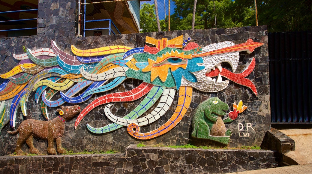 Mural Diego Rivera which includes outdoor art