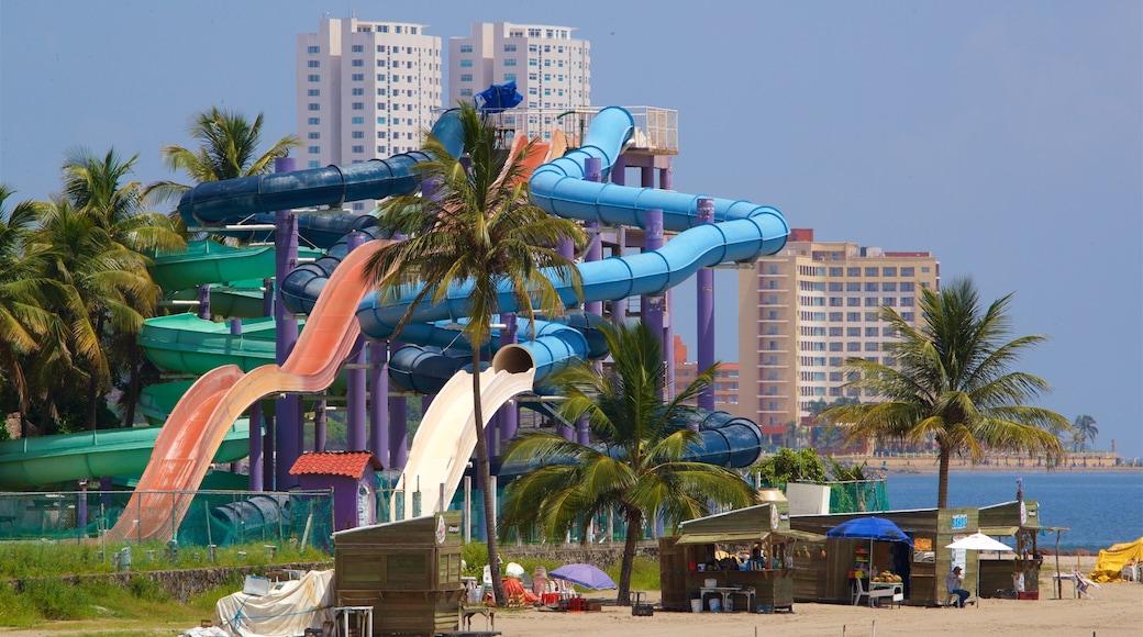 Playa de Mocambo mostrando paseos y una ciudad