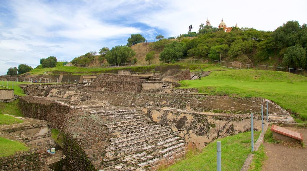 Gran Pirámide de Cholula ofreciendo una ruina y elementos del patrimonio