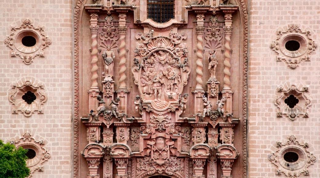 Catedral Santa Prisca ofreciendo elementos del patrimonio