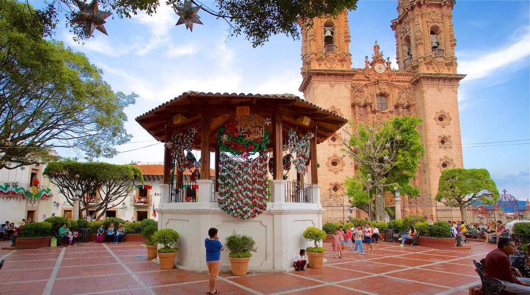 Plaza Borda mostrando una iglesia o catedral, un parque o plaza y patrimonio de arquitectura