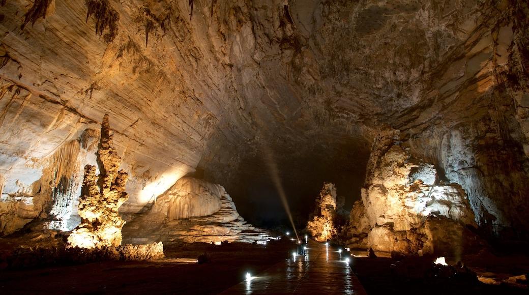 Taxco mostrando cuevas