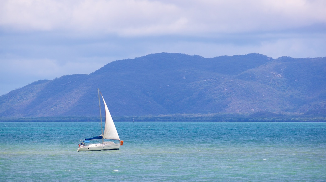 Magnetic Island showing general coastal views and boating