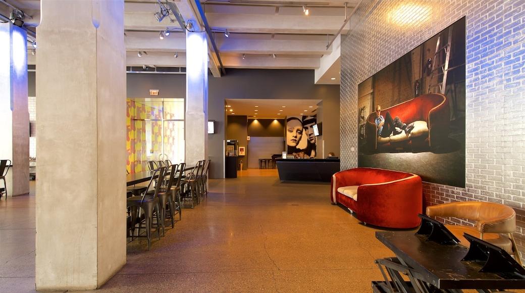 Andy Warhol Museum mostrando vistas internas e arte