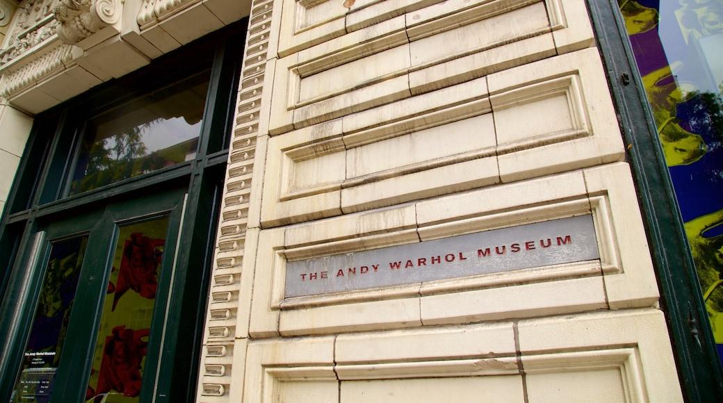 Andy Warhol Museum mostrando sinalização e elementos de patrimônio