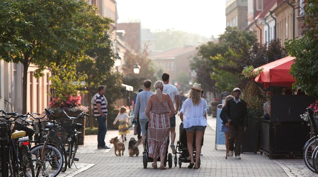 Ystad sowie kleine Menschengruppe
