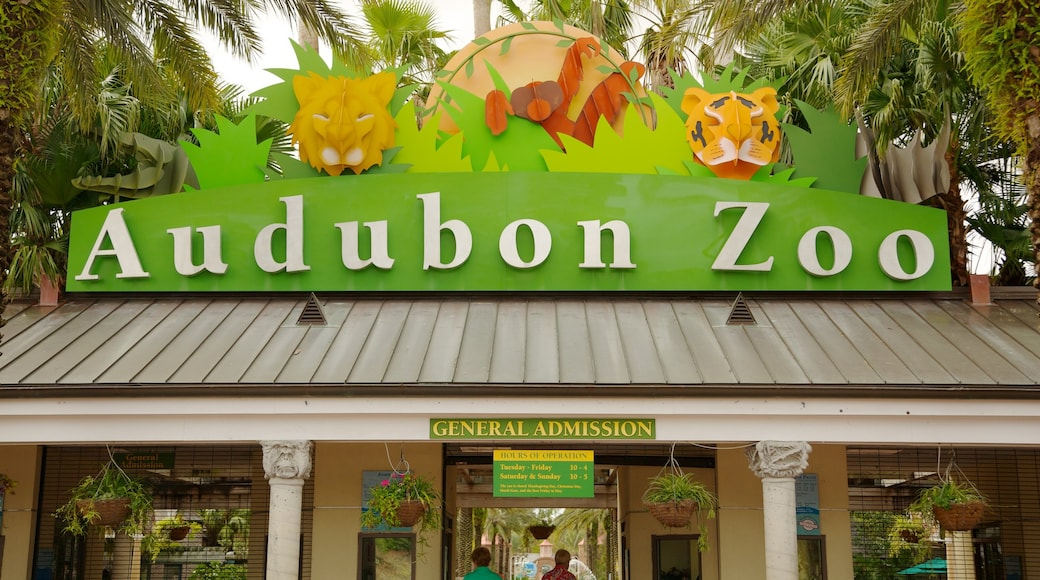 Audubon Zoo which includes zoo animals and signage