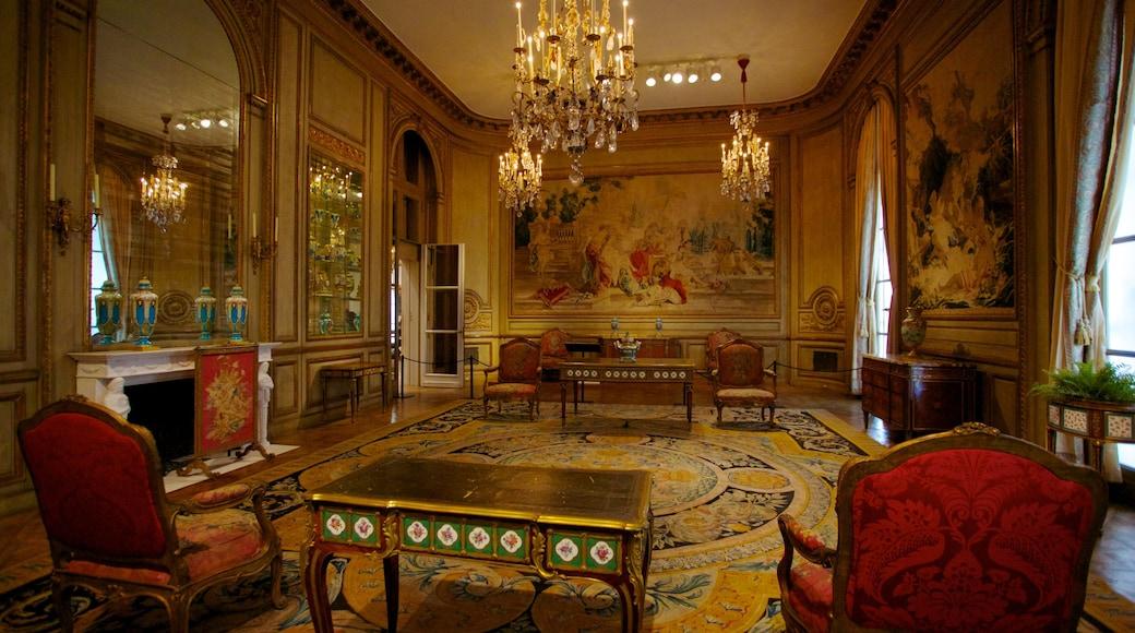 Philadelphia Museum of Art featuring art and interior views