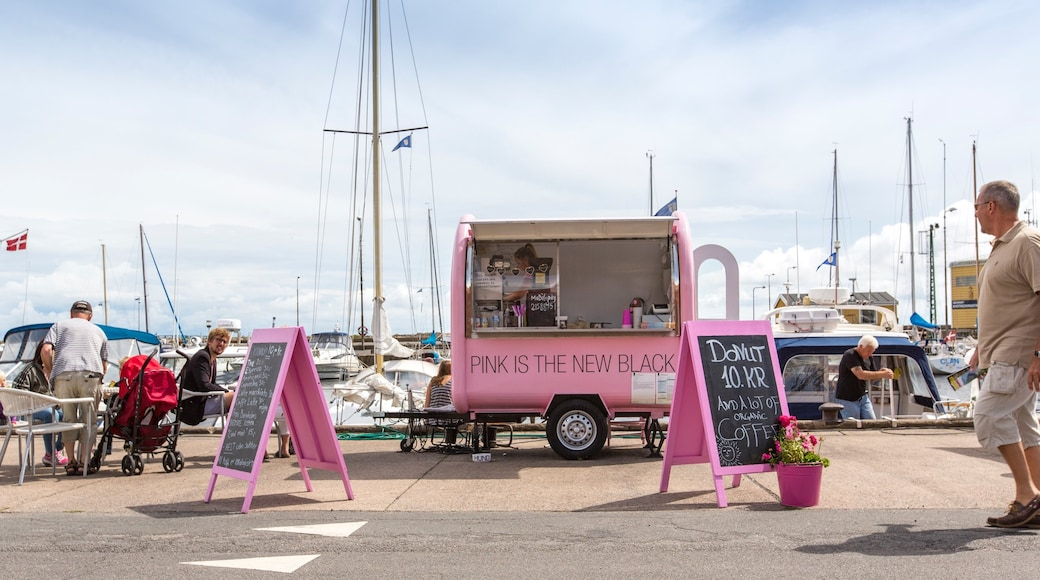 Nexo welches beinhaltet Beschilderung und Bucht oder Hafen