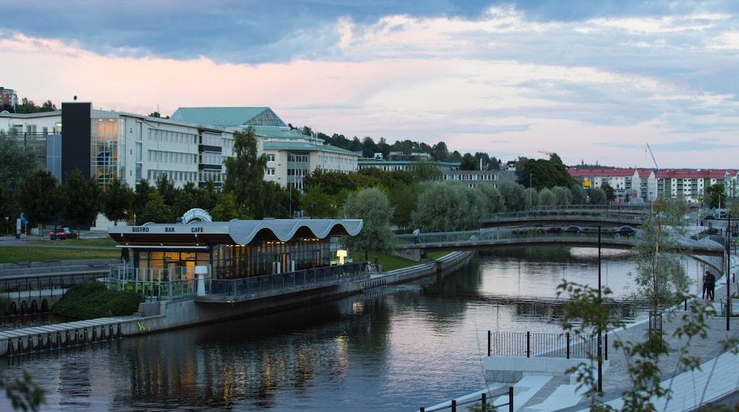 Sundsvall welches beinhaltet Brücke und Fluss oder Bach