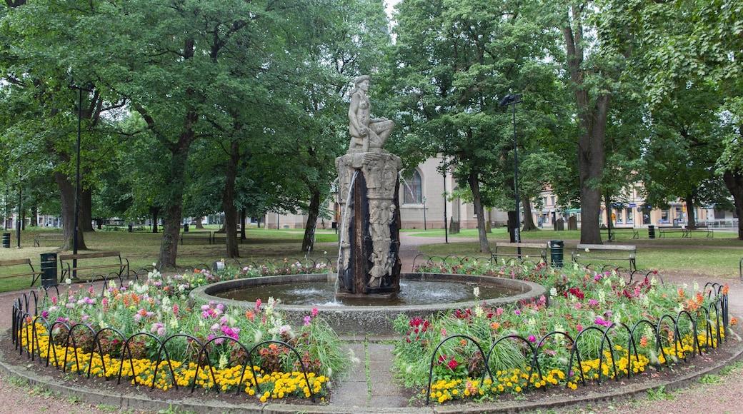 Skövde presenterar blommor, en park och en fontän