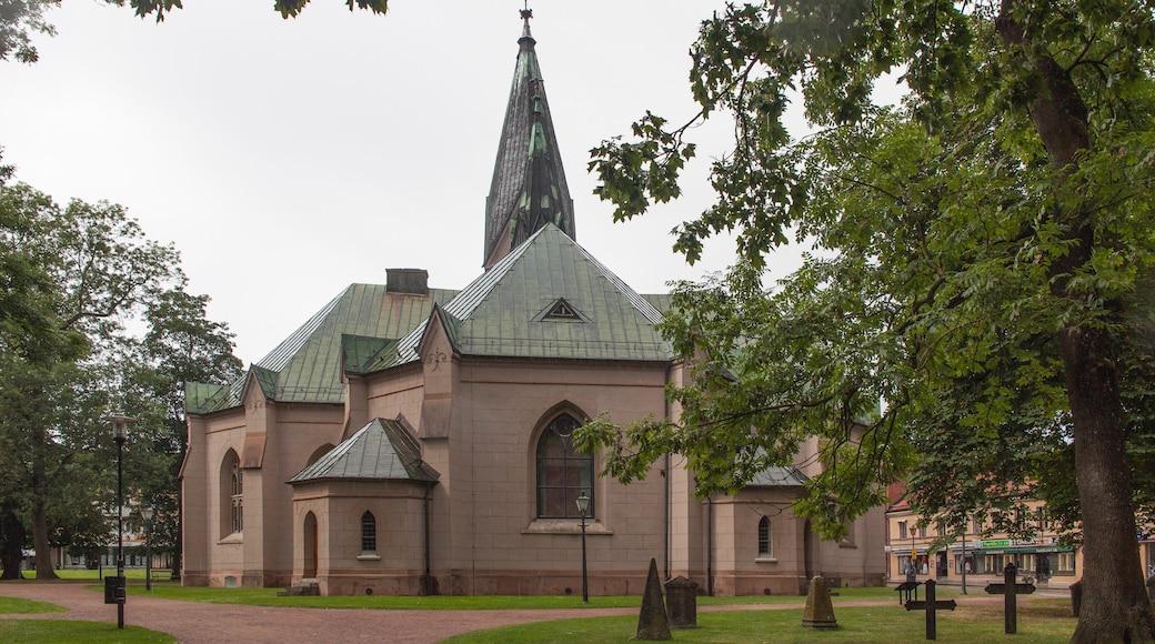 Skövde som visar en kyrkogård och en kyrka eller katedral