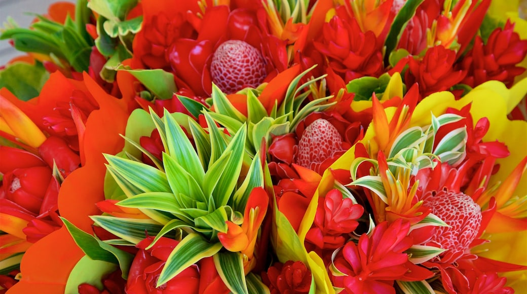 Papeete Market showing flowers