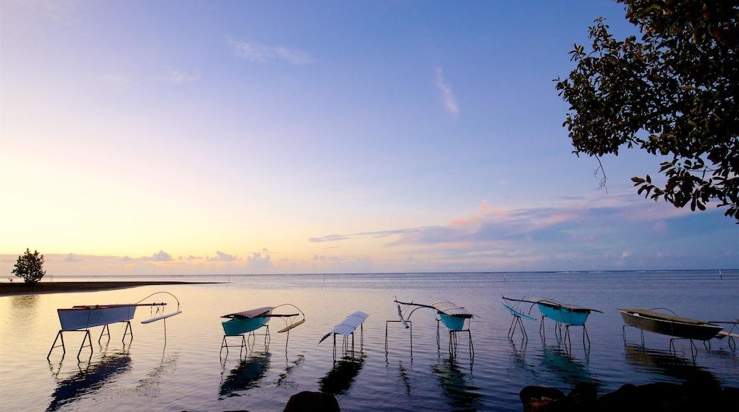 Mahina welches beinhaltet tropische Szenerien, Sonnenuntergang und allgemeine Küstenansicht