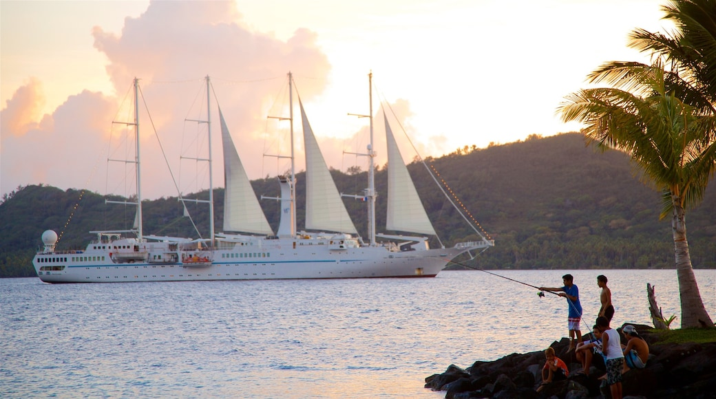 Hafen von Vaitape das einen Angeln, allgemeine Küstenansicht und Kreuzfahrten