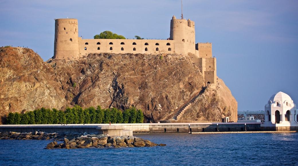 Festung Al-Dschalali mit einem Burg und allgemeine Küstenansicht