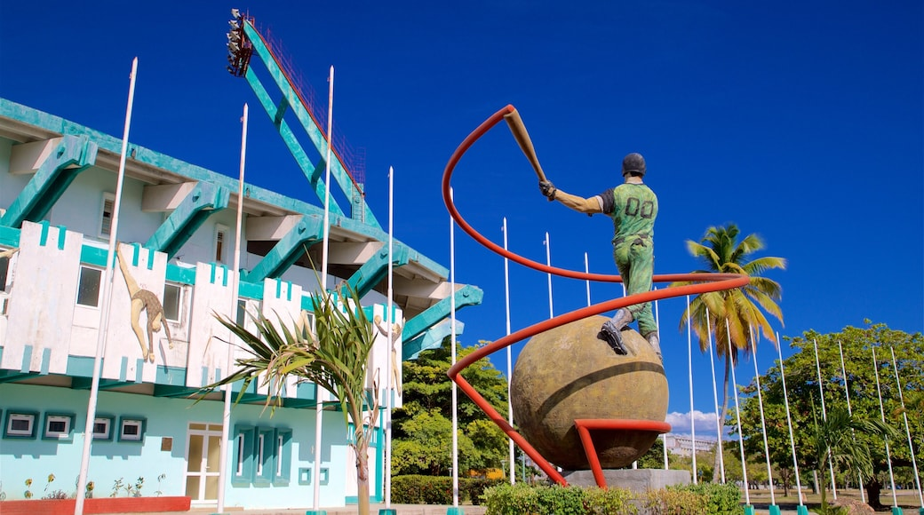 Cienfuegos showing a statue or sculpture and outdoor art