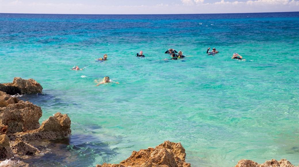 Ancon Beach mettant en vedette plongée au tuba et vues littorales aussi bien que petit groupe de personnes