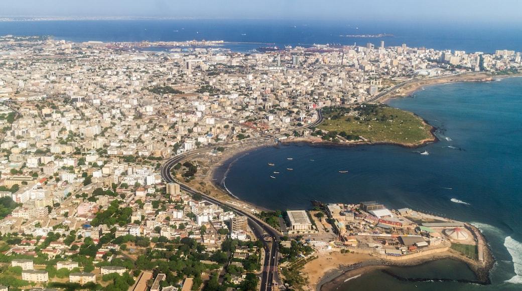Dakar mettant en vedette ville, vues littorales et ville côtière