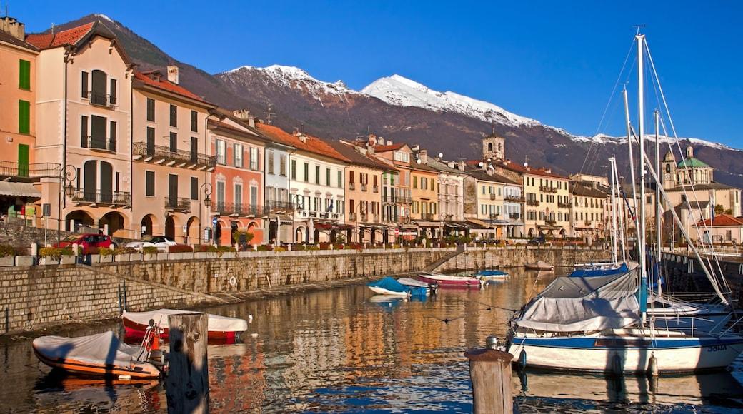 Cannobio welches beinhaltet Bucht oder Hafen, Berge und Fluss oder Bach