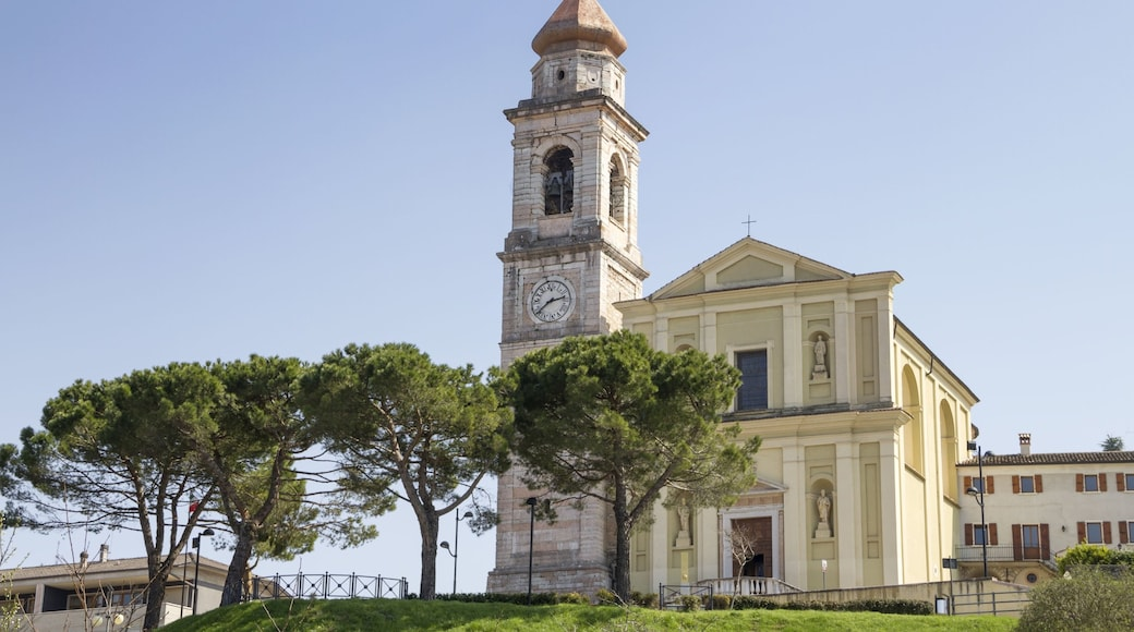 San Zeno di Montagna mettant en vedette patrimoine architectural et église ou cathédrale