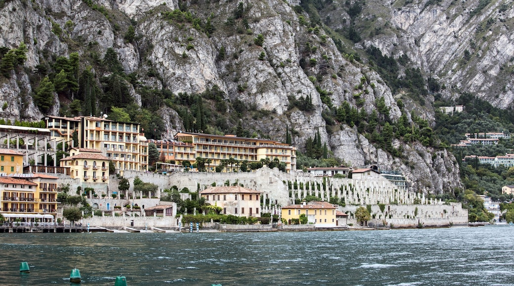 Limone sul Garda which includes a bay or harbour