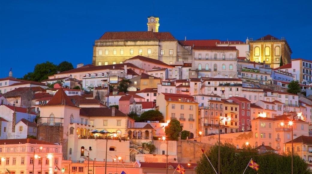 Coimbra che include paesaggio notturno
